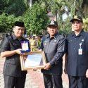 Penyerahan Penghargaan BKN Award Oleh Walikota pada Apel Pagi Ini