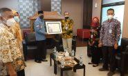 Penyerahan Piagam Penghargaan BKN Award Kepada Pemerintah Kota Depok